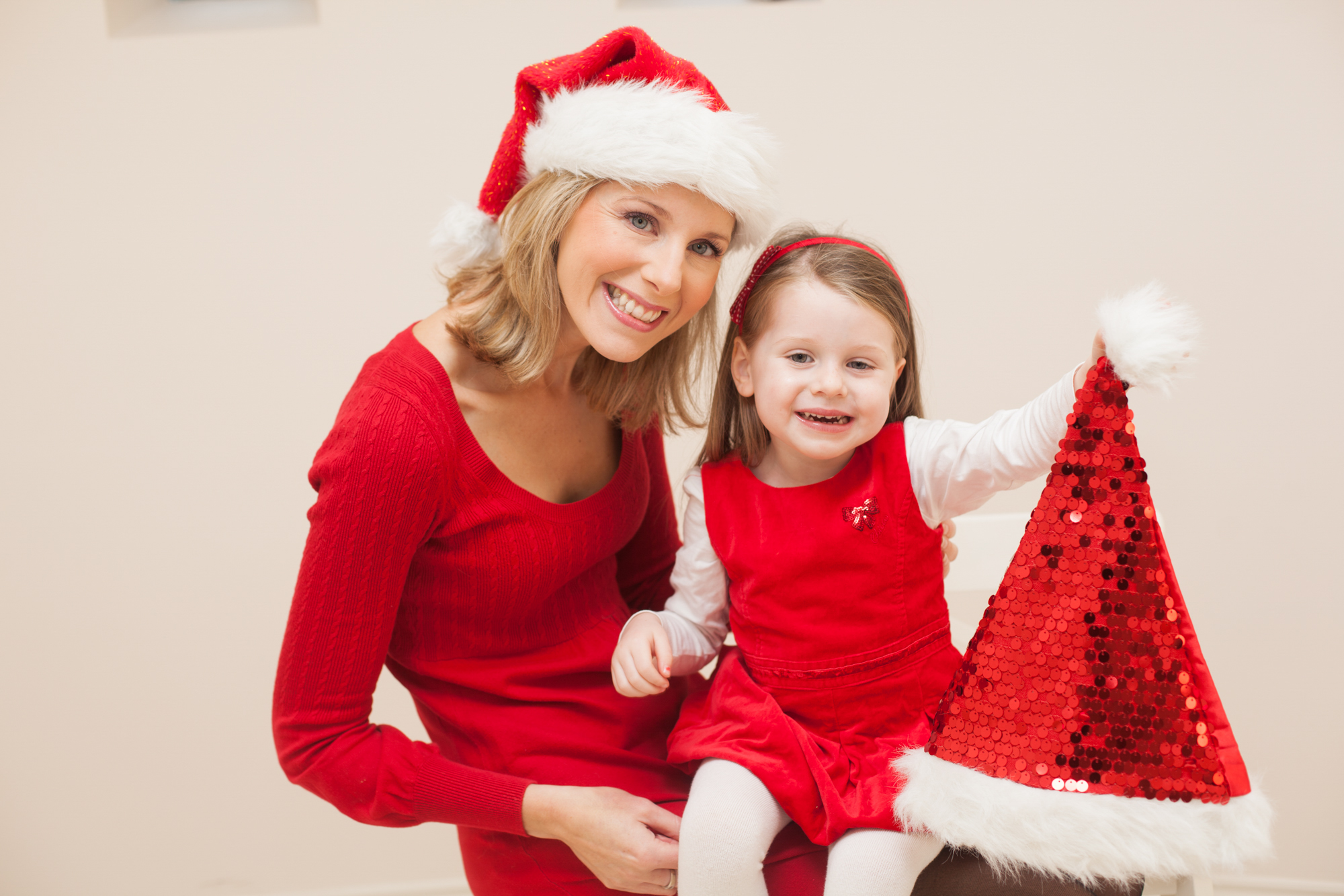 Lucy and her mum Laura Haugh launch MummyPages #SantaSelfie campaign